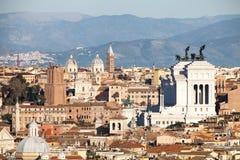 罗马,意大利屋顶  拉齐奥的山 免版税库存图片