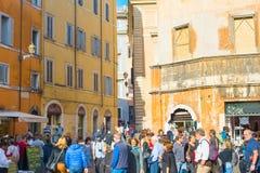 罗马,意大利拥挤街道  库存图片