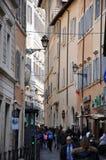 罗马,意大利狭窄的街道  免版税图库摄影