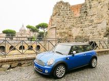 罗马,意大利,汽车在ST附近停放了 彼得` s大教堂 图库摄影