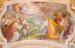 罗马,意大利:与诺亚的上帝的契约彩虹的 从台阶穹顶的壁画在教会基耶萨二圣洛伦佐的 免版税库存图片