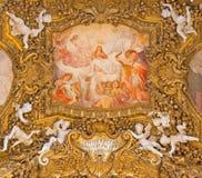 罗马,意大利:圣母玛丽亚的做法的壁画主要圆屋顶的在基耶萨二圣玛丽亚del Orto 免版税库存照片