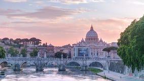 罗马,意大利:圣皮特圣徒・彼得的大教堂、圣徒安吉洛桥梁和台伯河日落timelapse的 股票录像