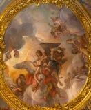 罗马,意大利:在帕多瓦圣安东尼教堂穹顶的壁画音乐家天使教会基耶萨二的圣玛丽亚在Aquiro 免版税库存图片