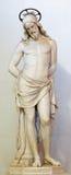 罗马,意大利:基督大理石象栓了对鞭打的专栏 教会基耶萨二圣洛伦佐前庭  免版税图库摄影
