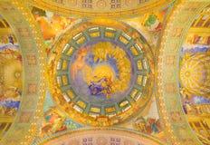 罗马,意大利:有假定壁画的圆屋顶1957-1965在教会大教堂二圣玛丽亚Ausiliatrice主要近星点  免版税库存图片