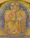 罗马,意大利:耶稣马赛克在拜占庭式的样式的Pantokrator在大教堂二从13的圣玛丽亚Maggiore门面  分 免版税库存照片