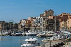罗马,意大利- 2018年8月:在聂图诺港的游艇在一个晴朗的夏日 免版税图库摄影