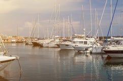 罗马,意大利- 2018年8月:在聂图诺港的游艇在一个晴朗的夏日 免版税库存图片