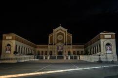 罗马,意大利- 2018年8月:夜教会Pontificio桑图阿里奥玛丹娜delle格拉奇在聂图诺,意大利 免版税图库摄影