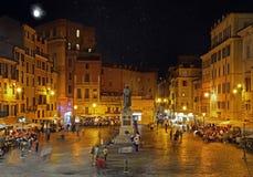 罗马,意大利- 2017年10月03日:园地dei Fiori在与Th的晚上 库存照片