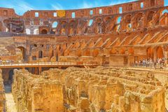 罗马,意大利- 2017年5月08日:在圆形剧场o里面的旅游` s 库存图片