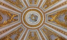 罗马,意大利- 2016年3月10日:巴洛克式的圆屋顶的中央零件在教会基耶萨di圣诞老人Caterina da锡耶纳里Magnapoli 库存图片