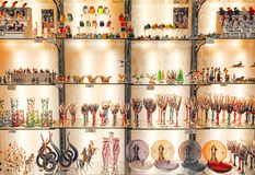 罗马,意大利- 2017年4月09日:有传统纪念品的商店 免版税库存照片