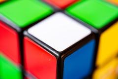 罗马,意大利2018年6月30日 Rubik立方体极端关闭 库存照片
