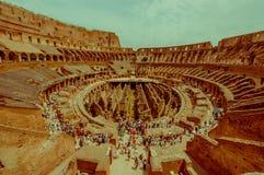 罗马,意大利- 2015年6月13日:参观罗马大剧场的好夏日,现代世界的新的七奇迹 里面 库存图片