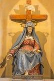 罗马,意大利- 2016年3月12日:哀痛的夫人被雕刻的雕象与长矛的在教会基耶萨di Nostra夫人del Sacro Cuor 免版税库存图片