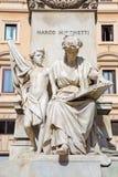 罗马,意大利- 2016年3月12日:在Marco Minghetti纪念品的地下室的大理石雕刻的小组`政治和人`  免版税库存照片