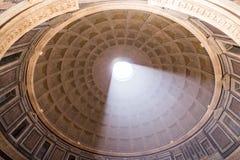 罗马,意大利- 6月08 :万神殿在罗马, 2014年6月的08日意大利 免版税库存照片