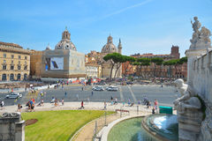 罗马,意大利- 6月01 :广场Venezia和胜者伊曼纽尔II纪念碑在罗马, 2016年6月01日的意大利 库存图片