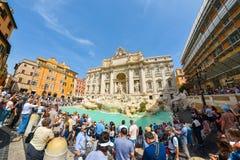 罗马,意大利- 6月01 :Trevi喷泉在罗马, 2016年6月01日的意大利 库存图片