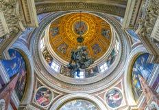 罗马, ITALY-OCTOBER 12日2017年:圆顶在基耶萨二圣玛丽亚 免版税库存照片