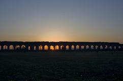 罗马:日出的渡槽公园 免版税库存照片