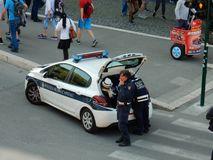 罗马-在香烟断裂的交通警 库存照片