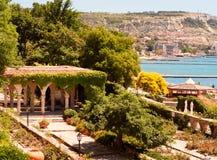 罗马浴在Balchik城堡庭院里  免版税库存图片