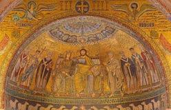 罗马-维尔京的马赛克加冕从圣玛丽亚主要近星点的在Trastevere教会里从13世纪彼得罗Cavallini 库存照片