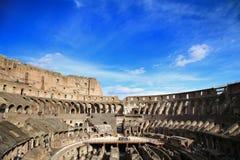 罗马;意大利- 4月08 :Colloseum和游人的废墟R的 图库摄影
