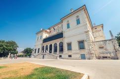 罗马- 2014年6月14日:游人参观别墅Borghese 城市在 免版税库存照片