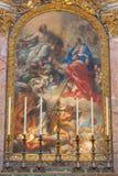 罗马- SS安布罗斯和查尔斯绘画当前对基督由我们的夫人(1685 -1690) 库存照片