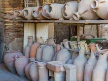 罗马amphorae在庞贝城 库存图片