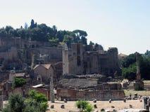 罗马Dioscures论坛、寺庙,铸工和北河三寺庙 免版税库存图片