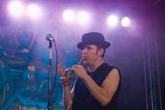 罗马Iagupov, Moldovian民间摇滚小组Zdob si Zdub,生活音乐会的歌手在涅米罗夫,乌克兰, 21 10 2017年,社论照片 库存照片