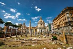 罗马Trajan的专栏建筑学在罗马市中心 库存图片