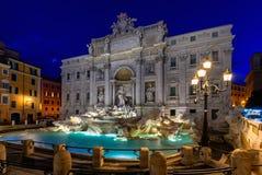 罗马Trevi喷泉Fontana di Trevi夜视图在罗马,意大利 免版税库存图片