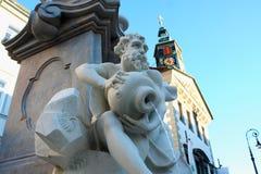 罗巴喷泉和市政厅在一个夏日在卢布尔雅那 免版税库存照片