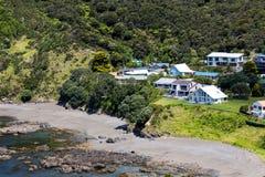 从罗素在Paihia附近,海岛,新西兰海湾的风景  免版税库存图片