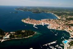 罗维尼群岛,克罗地亚空中俯视图  免版税库存照片