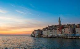 罗维尼老镇日落的, Istrian半岛,克罗地亚 免版税图库摄影