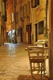 罗维尼,克罗地亚狭窄的街道  免版税库存图片