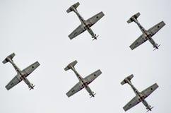 罗维尼,克罗地亚- 2014年4月13日在红色公牛的陈列飞机 免版税图库摄影