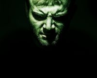 罪恶低调画象,恶魔,坏,人的恼怒的面孔bla的 库存照片