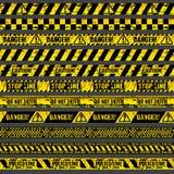 罪行事故场面小心,警告警察导航脏的黄色和黑磁带 皇族释放例证