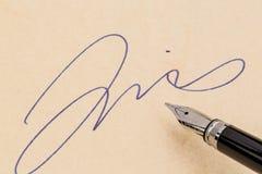 署名和钢笔 免版税库存图片