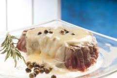 羊乳干酪调味汁里脊肉 免版税库存图片