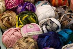 羊毛和绳子卷轴 免版税库存照片