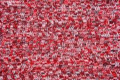 羊毛围巾或毛线衣纹理关闭 红色被编织的球衣backg 库存图片